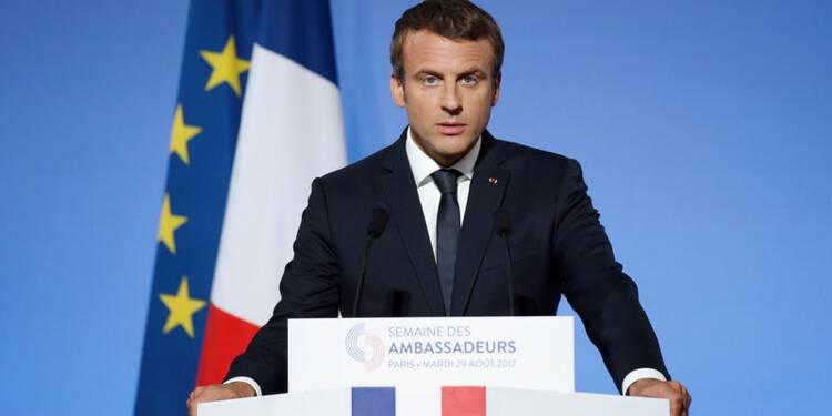 """Macron va maintenir le cap malgré """"l'impatience"""" et """"le monde ancien"""""""