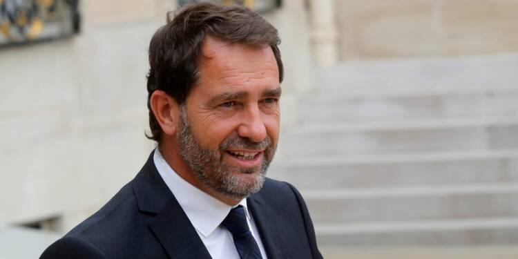 """Contrats aidés: Castaner pointe """"l'irresponsabilité des maires"""""""