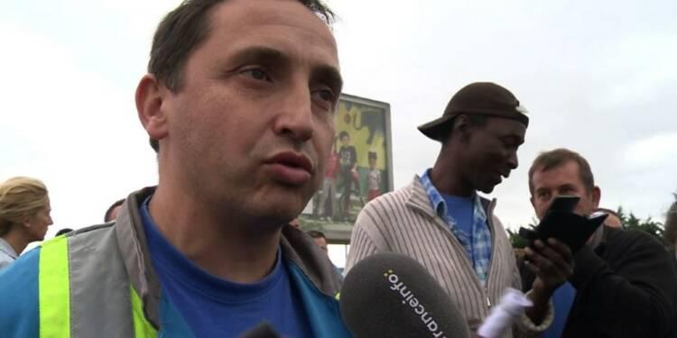 Des salariés de GM&S devant l'usine PSA de Poissy et délogés
