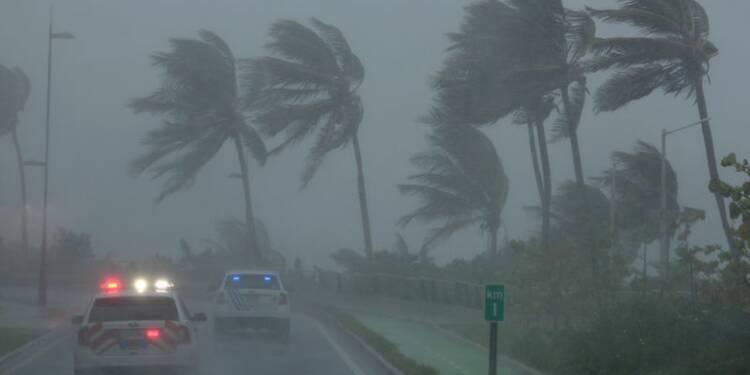 Irma sème le chaos dans les Caraïbes, lourd bilan redouté