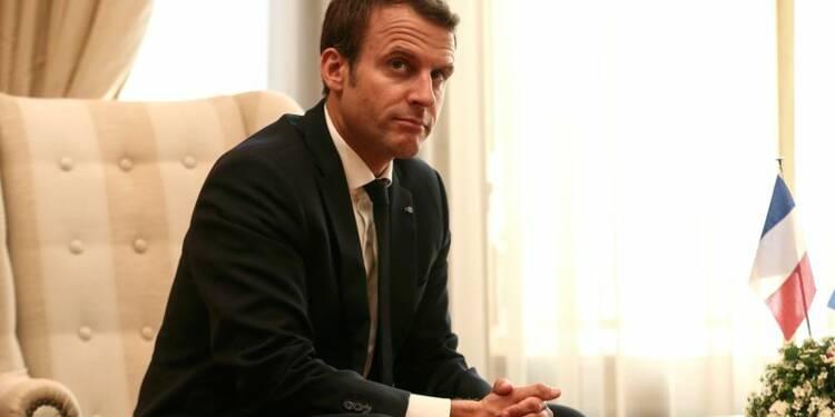 La cote de confiance de Macron continue sa chute