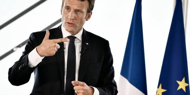 Premier test dans la rue pour Emmanuel Macron