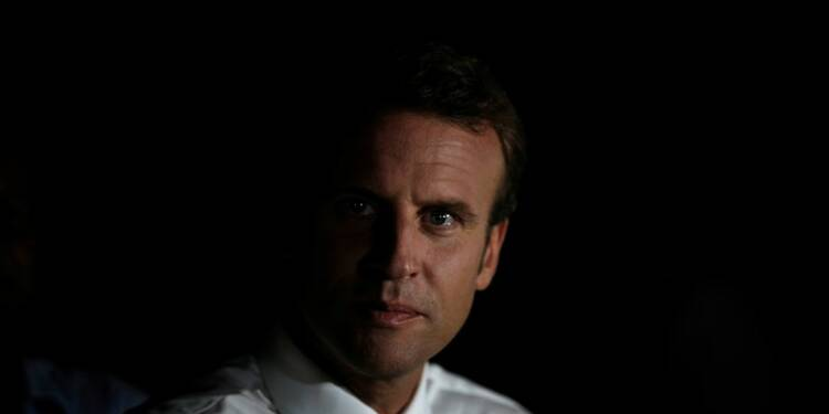 RPT-La popularité de Macron chute de 13 points dans un sondage Ifop