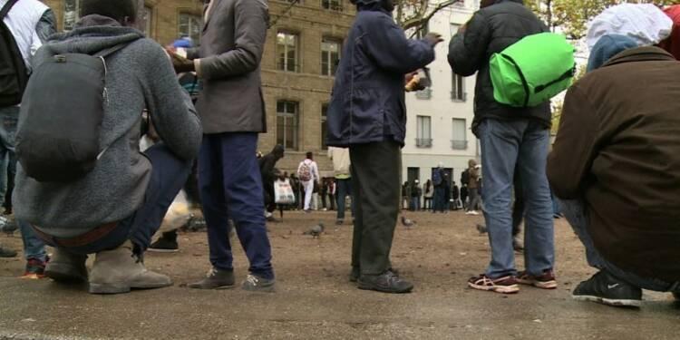 A Paris, les migrants obligés de se cacher pour dormir