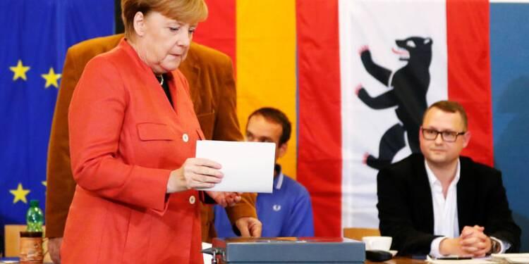 Merkel brigue un quatrième mandat, l'AfD s'apprête à entrer au Bundestag