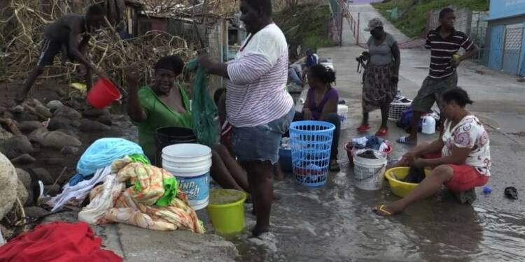 En Dominique, les habitants restent stoïques dans le chaos