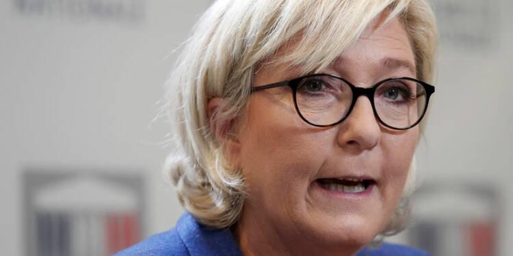 """La loi antiterroriste est une """"supercherie"""", dit Le Pen"""