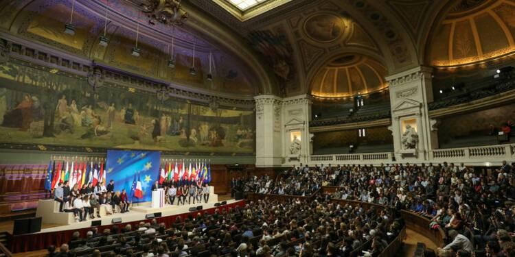 Macron invite les jeunes Polonais à organiser des débats sur l'Europe