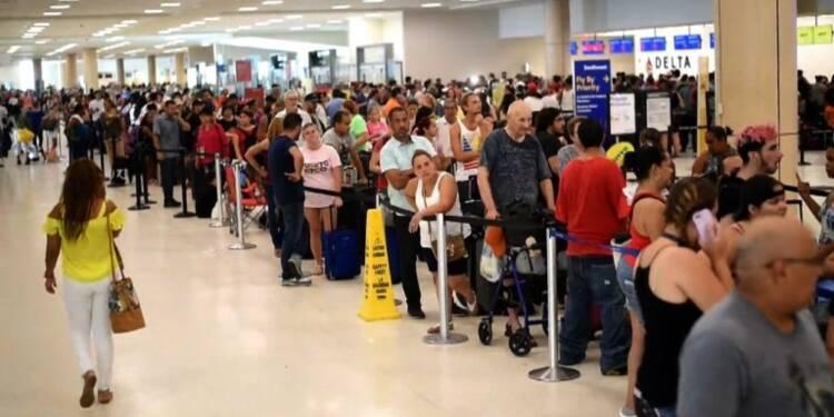 Affluence à l'aéroport de San Juan pour quitter Porto Rico