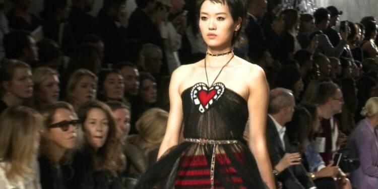 Fashion week: Dior hisse les couleurs de Niki de Saint Phalle