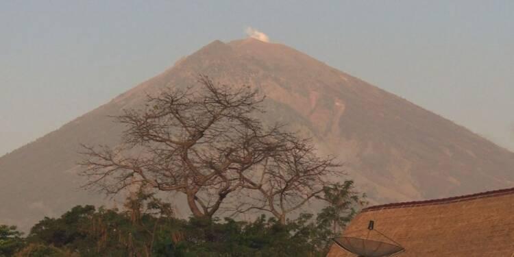 Un volcan de Bali gronde, plus de 75.000 personnes évacuées