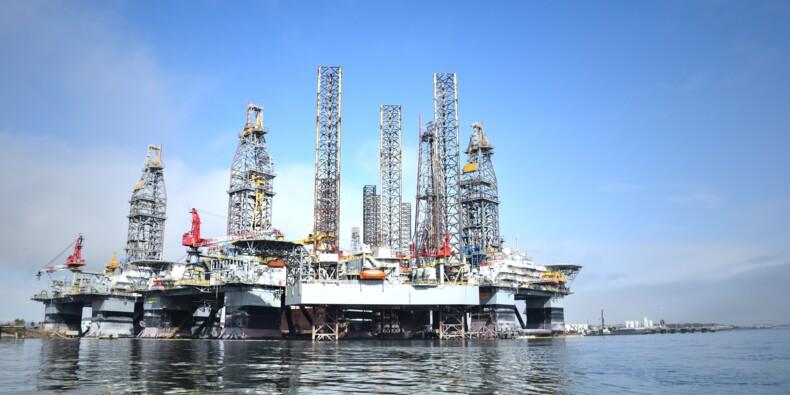 Pétrole : au plus haut depuis deux ans, le prix du baril devrait rester fort