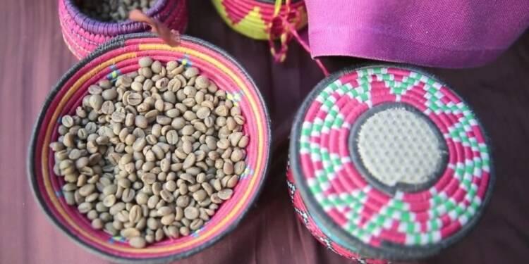 Un festival du café réunit commerçants et consommateurs à Sanaa