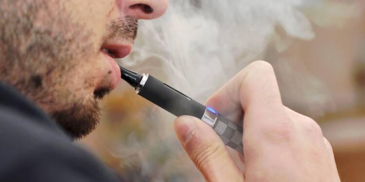 Cigarette électronique : faut-il l'interdire au bureau ?