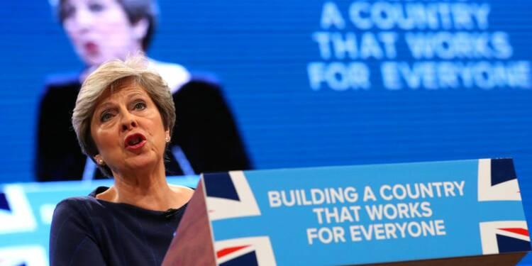 Theresa May tente de reprendre la main sur le Parti conservateur