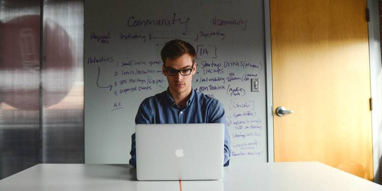 Pourquoi il faut songer à recruter des doctorants dans les entreprises
