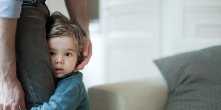 Ce que les futurs parents risquent de perdre avec les coupes dans les aides à l'enfance