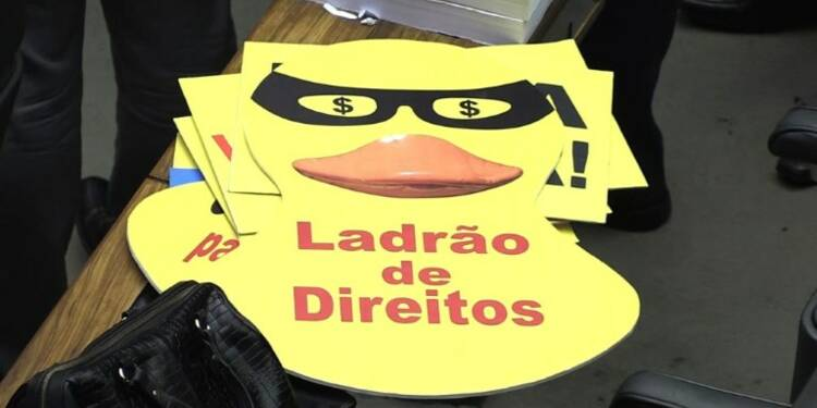 Brésil: le président Temer échappe à un procès pour corruption