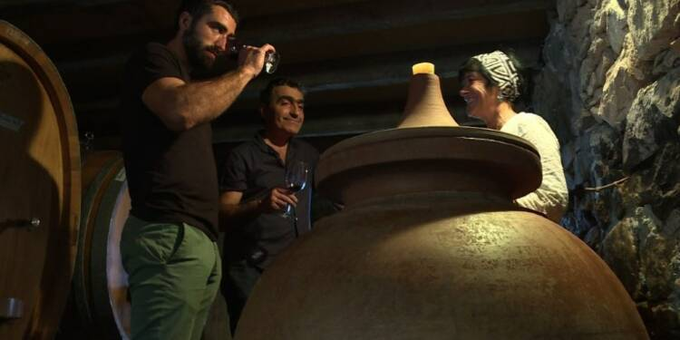 Pays Basque: des jarres en terre cuite pour élever du vin