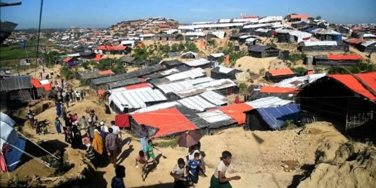 Rohingyas: des réfugiés en route pour les camps au Bangladesh
