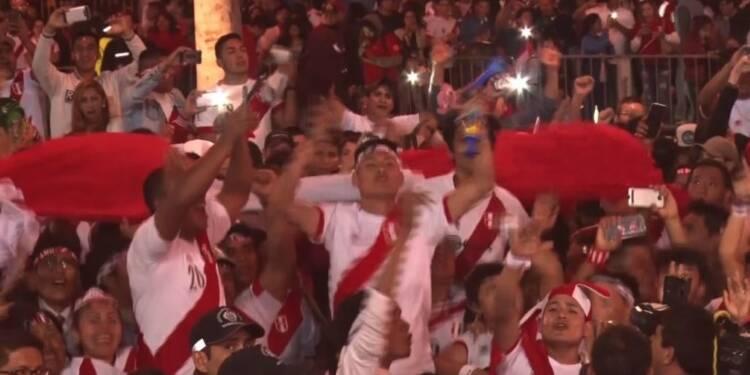 Mondial-2018: les supporters péruviens fous de joie à Lima