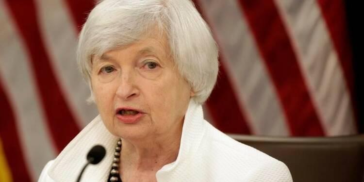 Yellen doute du rebond de l'inflation qu'elle continue de prévoir