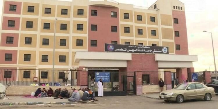 Egypte: des proches des victimes se pressent à l'hôpita