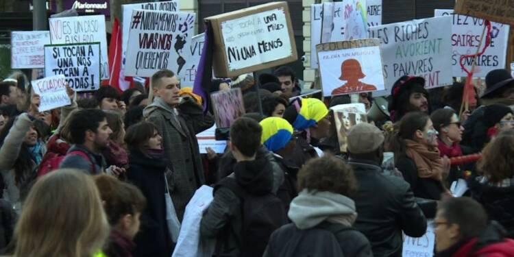 Paris: manifestation contre les violences faites aux femmes