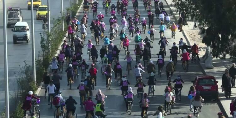 Syrie: promenade à vélo contre les violences faites aux femmes