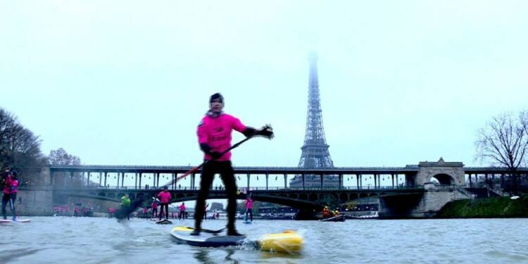 700 participants à une course de stand-up paddle sur la Seine