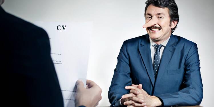 Tricher sur son CV est-il un motif de licenciement ?