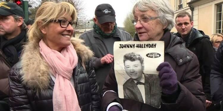 Devant son domicile, les fans de Johnny évoquent leurs souvenirs