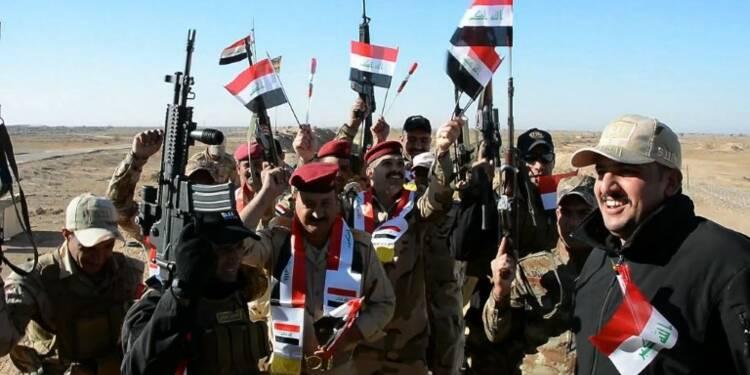 Des soldats irakiens fêtent la victoire sur l'EI