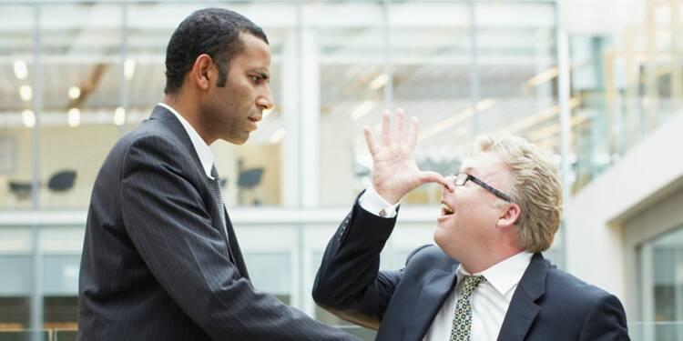 Je suis insulté par un collègue : puis-je attaquer mon employeur ?