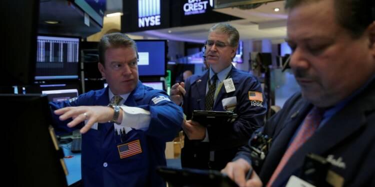 Wall Street en hausse avec les techs, le S&P franchit 2.700 points