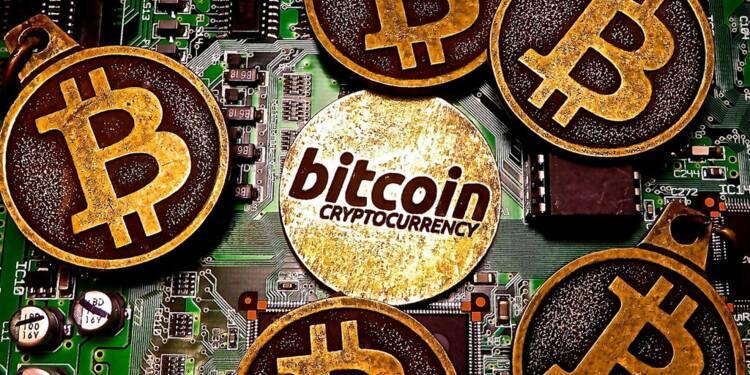 """Après avoir fondu de 50% en un mois, le bitcoin """"pourrait tomber à 5.600 dollars"""" !"""