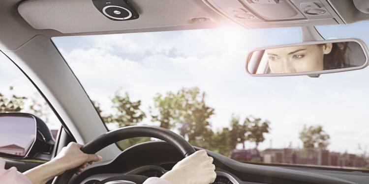 Téléphone en voiture : comment s'équiper pour garder son permis