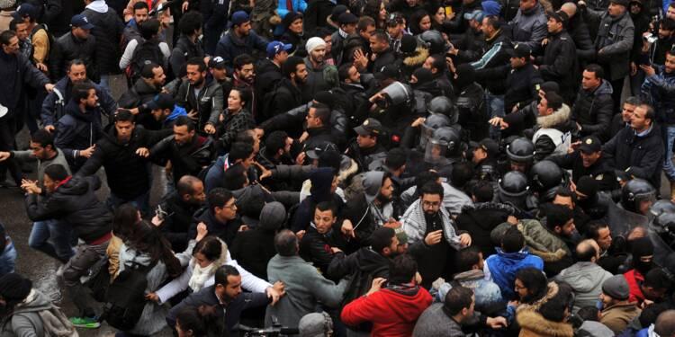 Discussions politiques en Tunisie après des troubles sociaux