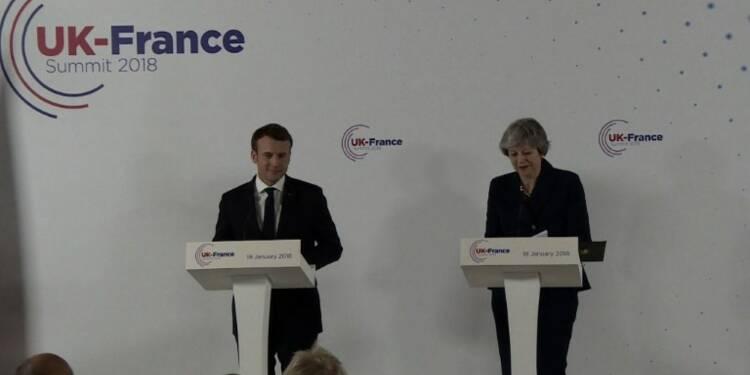 Immigration: Macron et May signent un traité