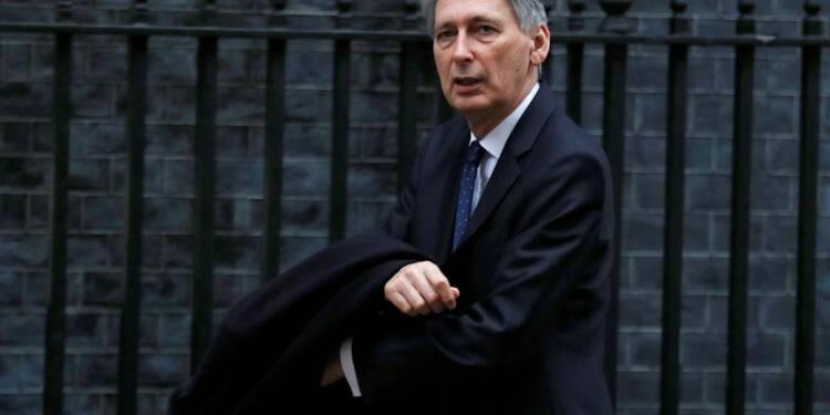 Davos: L'inflation est à un pic au Royaume-Uni, va refluer en 2018, selon Hammond