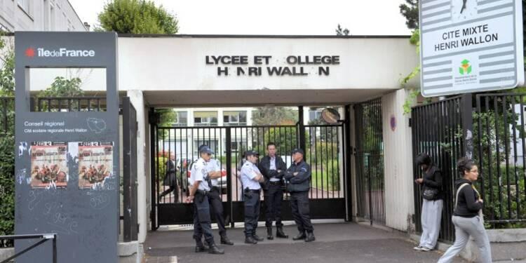 Faut-il placer un policier dans chaque école ?