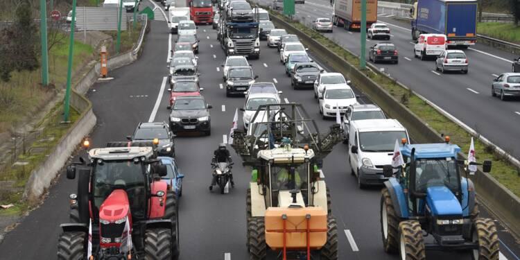 Zones défavorisées: les agriculteurs bloquent les accès d'Auch