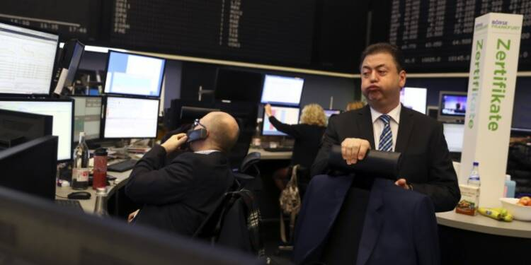 Les Bourses européennes dans le rouge, les taux pèsent