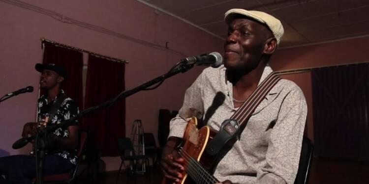 L'icône de l'afro-jazz Oliver Mtukudzi soutient les jeunes