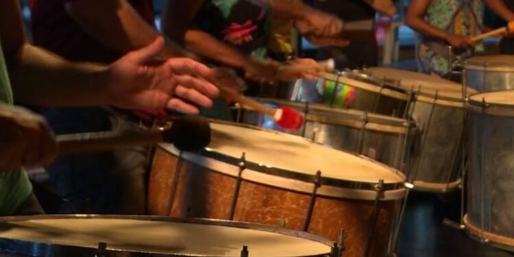 A Rio, un carnaval de rue populaire mais sans le sou