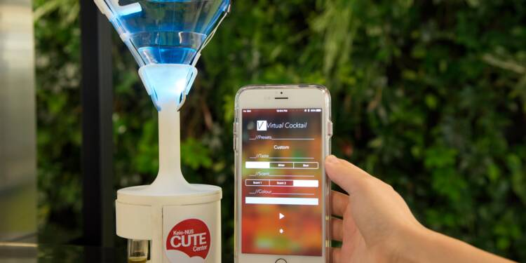 Vocktail, ce verre électronique miraculeux qui change l'eau en vin