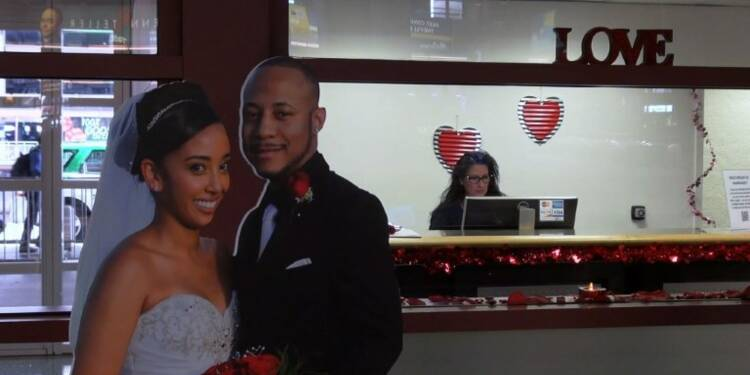 A l'aéroport de Las Vegas, le mariage avant les bagages