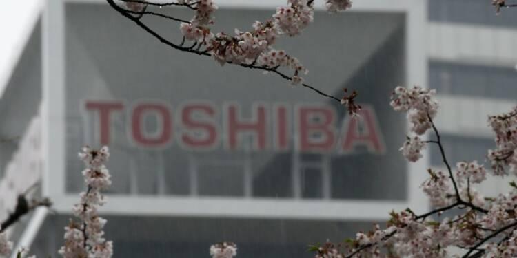 Toshiba recrute un ex-banquier comme PDG et relève sa prévision