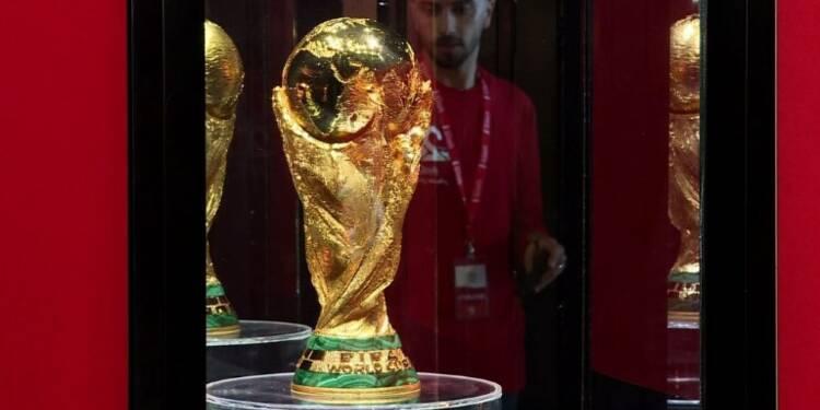 Coupe du monde: le trophée attire des milliers de Palestiniens