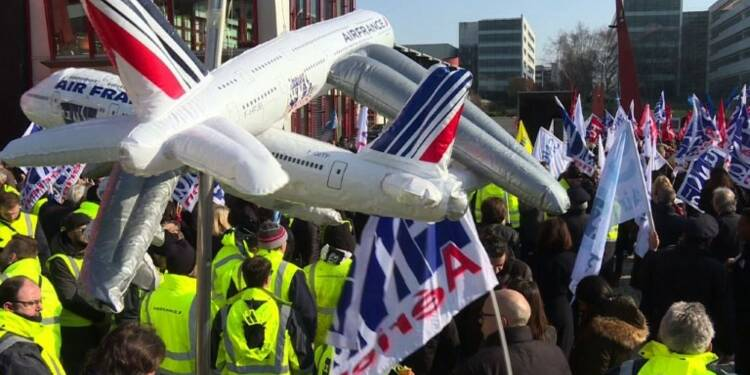 Air France : manifestation pour une hausse des salaires de 6%